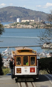10_Cable_Car_on_Hyde_St_with_Alcatraz,_SF,_CA,_jjron_25.03.2012