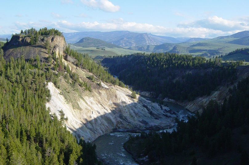 calcite_springs_in_yellowstone
